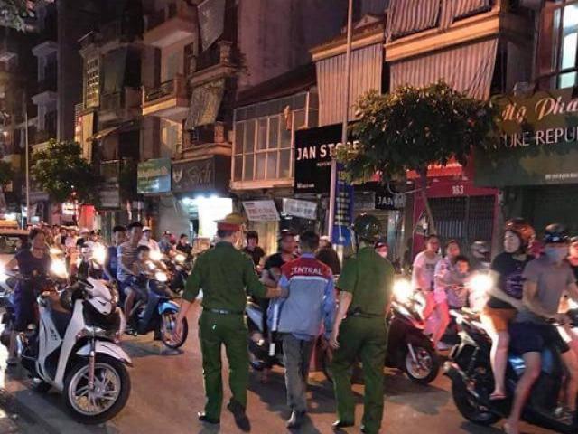 Hà Nội: Nửa đêm chồng đâm vợ cũ trọng thương ngay trước mặt 2 con nhỏ ở phố Bạch Mai