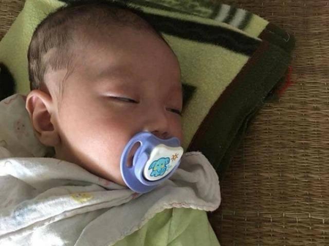 Mẹ bỏ con 2 tháng tuổi và 160.000 trên xe khách cùng lời nhắn: Ai nhặt được nuôi đỡ tôi