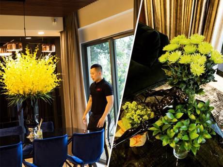 """Chẳng ngờ ở một mình mà căn hộ của """"ông trùm chân dài"""" lại nhiều hoa đẹp như thế"""