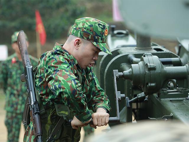 Sao Nhập Ngũ: Hoàng Tôn thành học sinh cá biệt, Bảo Kun toát mồ hôi hột với nòng pháo