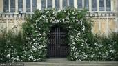 Choáng ngợp cổng hoa tươi trắng trị giá ngàn đô tại đám cưới Hoàng gia Anh