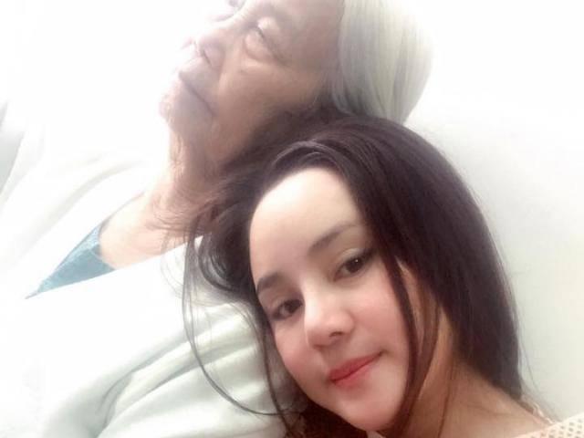 Vy Oanh mong mọi người cầu nguyện cho mẹ tai qua nạn khỏi