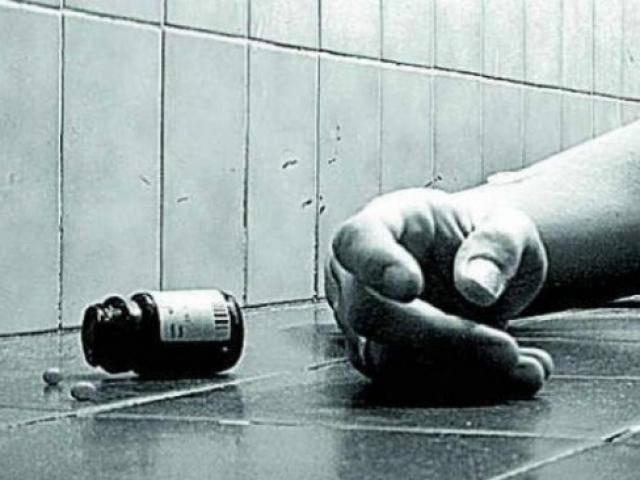 Hà Nội: Bố nhảy từ tầng 3 xuống đất, hai con nhỏ trong nhà miệng nồng nặc mùi thuốc sâu