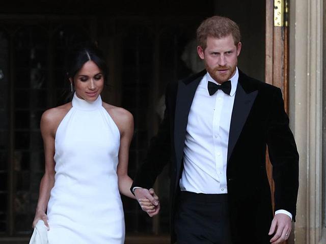 Công nương Meghan Markle xinh đẹp duyên dáng cùng chồng đi dự tiệc sau đám cưới