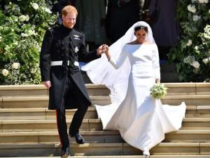 """10 điều ít ai biết về chiếc váy cưới của """"nàng lọ lem"""" Meghan Markle"""