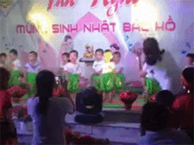 Cô giáo mầm non Đà Nẵng quẩy nhiệt tình vẫn bị học trò nhí bơ đẹp gây sốt MXH