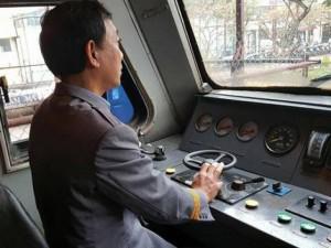 """Tin tức - Trải lòng của người lái tàu hơn 30 năm: """"Ám ảnh cảnh thai phụ ôm con ngồi giữa đường tàu"""""""