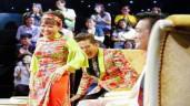"""Thanh Bạch, Việt Hương """"cười không nhặt được mồm"""" với màn hát cải lương bằng tiếng Anh"""