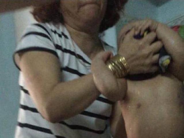 Vụ bảo mẫu lột trần, bóp cổ trẻ ở Đà Nẵng: Đang tìm hiểu động cơ của người tung clip