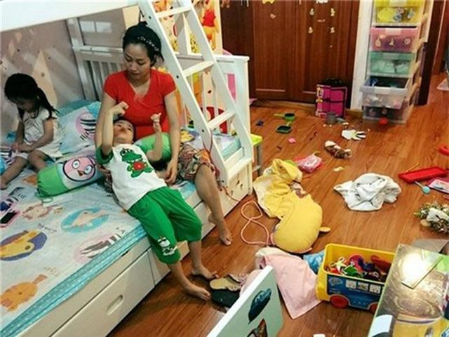Mải livestream với fan, không ít sao Việt bị lộ hậu trường nhà cửa như... bãi chiến trường