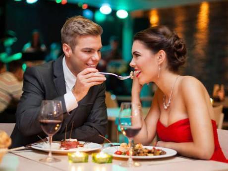 Chàng trai hẹn bạn gái ở nhà hàng sang trọng, ăn no nê... rồi bỏ trốn