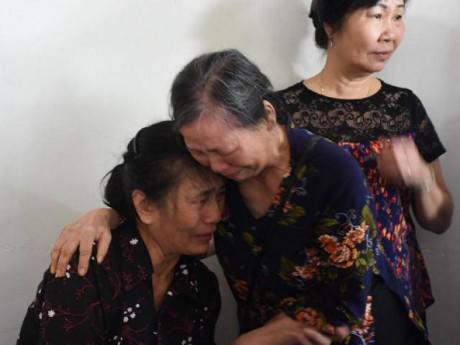 """Tiếng khóc nghẹn trong đám tang người lái tàu gặp nạn ở Thanh Hóa: """"Tôi mất con thật rồi sao"""""""