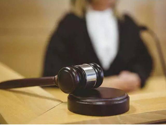 Thoát tội cưỡng hiếp nhờ cho bồi thẩm đoàn xem… của quý