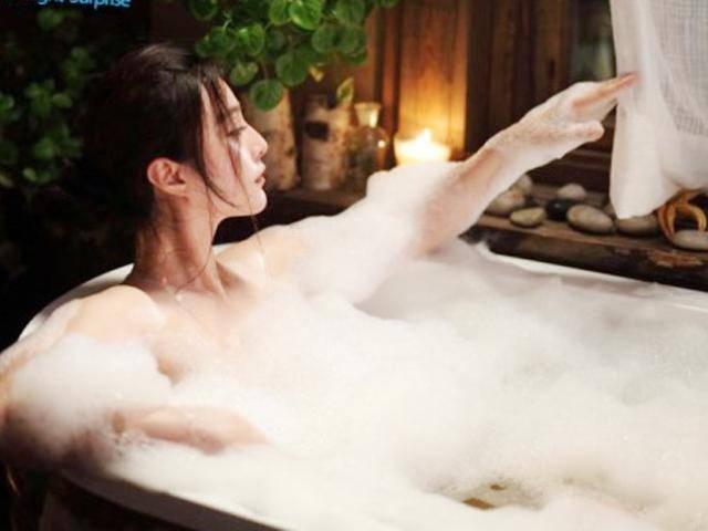 Chồng hư vì cô osin trẻ hay ... tắm khuya