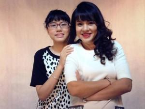 MC Diễm Quỳnh: Làm mẹ ở tuổi 45, tôi khá nhàn vì có con gái lớn hỗ trợ