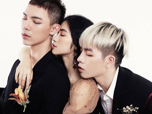 Gia đình Hoa dâm bụt khoe giọng với Bùa Yêu, Hòa Minzy khoe thêm cả eo thon xinh đẹp