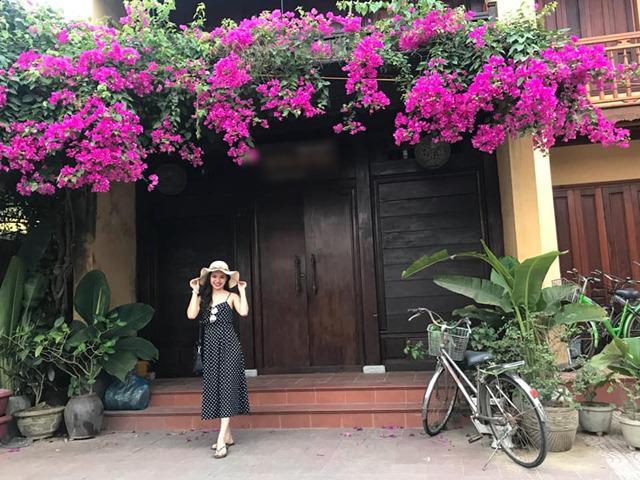 Phố cổ Hội An đẹp thơ mộng trong mùa hoa giấy khoe sắc