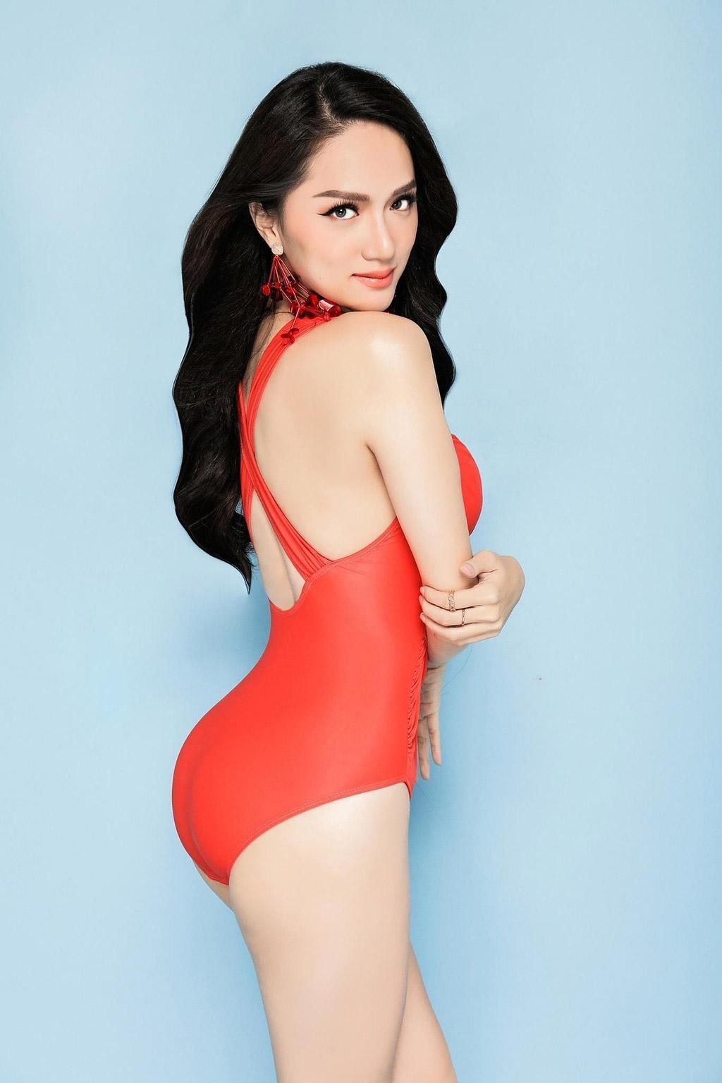 hoa hau huong giang khoe duong cong ruc lua catwalk dieu luyen cung voi bikini - 7