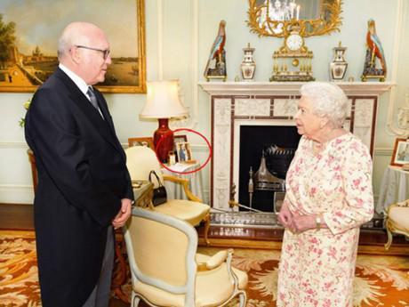 Ngôi sao 24/7: Lộ bức ảnh chưa từng công bố của Hoàng tử Harry và Meghan trong Cung điện