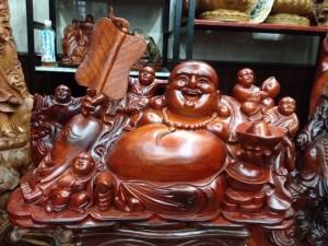 Hóa ra đây là lý do nhà giàu rất thích đặt tượng Phật Di Lặc ôm vàng ở phòng khách