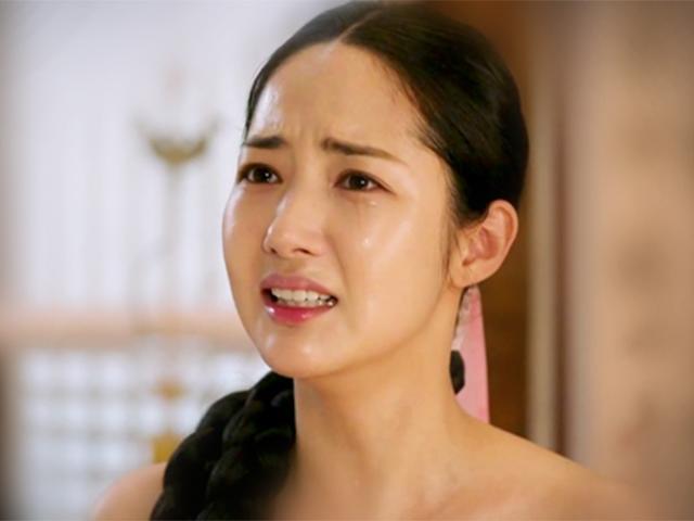Chỉ cởi áo trước mặt người yêu mà kiều nữ dao kéo Park Min Young hút 50 triệu lượt xem