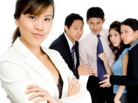 """Chuyên gia tâm lý mách 4 cách """"cực độc"""" để đối phó với đồng nghiệp """"nói xấu sau lưng"""""""