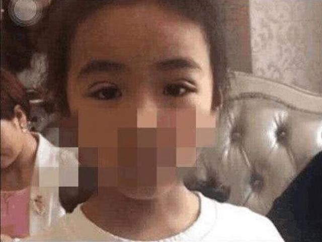 Khoe ảnh con gái 7 tuổi mới cắt mí, mẹ 9X không ngờ bị dân mạng ném đá rầm rộ