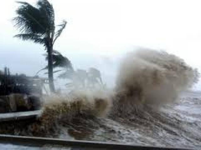 Nguy cơ bão chồng bão quét dọc các tỉnh ven biển, 3 tàu cá đang gặp nguy hiểm