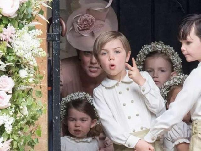 9 khoảnh khắc mẹ mìn của Kate Middleton khiến chị em thở phào Công nương cũng… thường thôi!
