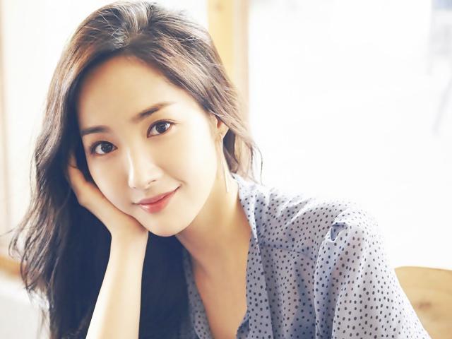 Mặt xinh chân... không ngắn, Siêu phẩm thẩm mỹ Park Min Young vẫn có nỗi khổ khó nói