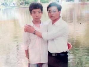 """Bức ảnh chụp đồng hồ báo thức và """"bí mật"""" của chàng trai 27 tuổi khiến nhiều người xúc động"""
