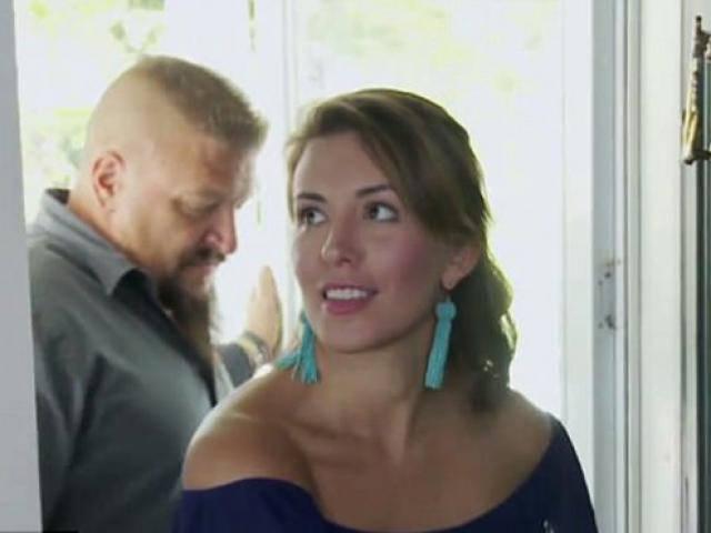 Xem TV thấy cô gái có dấu hiệu lạ trên cổ, không ngờ bác sĩ cứu được một mạng người