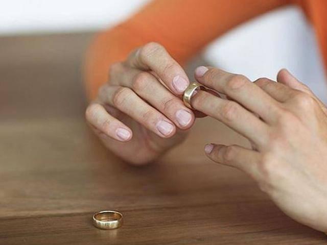 Cả đời tằn tiện cho gia đình nghèo, lúc ly hôn vợ mới phát hiện sự thật sốc về chồng