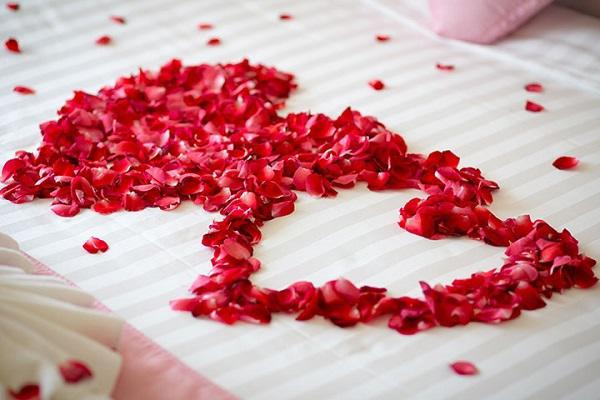 5 cách trang trí phòng cưới đơn giản nhưng đẹp ấn tượng cho cặp đôi sắp cưới - 3