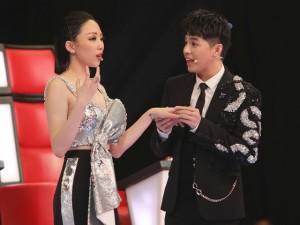 The Voice: Khán giả bật cười khi Tóc Tiên giả bộ đánh rơi nhẫn để cầu cứu Noo Phước Thịnh