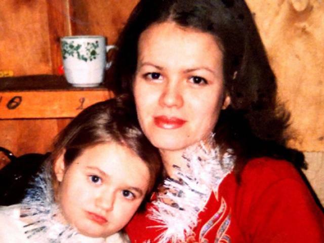 Hàng xóm trêu không giống bố mẹ, 40 năm sau người phụ nữ phát hiện thân thế sốc về mình