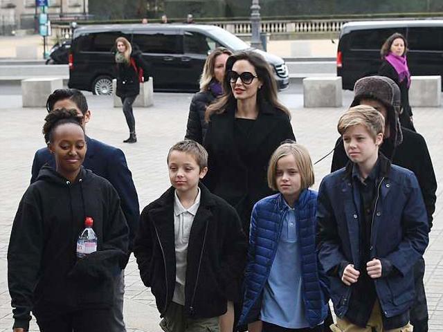 Angelina Jolie cấm bọn trẻ gặp Brad Pitt, tòa án dọa sẽ truất quyền nuôi con của cô