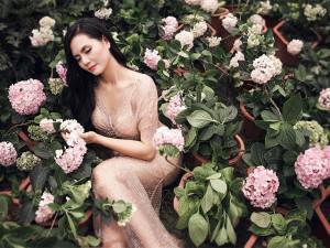 Sao Mai Lương Nguyệt Anh gợi cảm giữa ngàn hoa dưới tiết trời 39 độ
