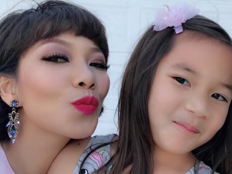 """Không ngờ con gái Diva Hà Trần đã lớn phổng phao và xinh đẹp """"ăn đứt"""" mẹ!"""