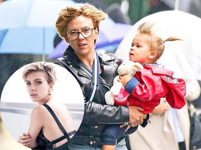Cô đào nóng bỏng Scarlett Johansson cũng có lúc hóa ngớ ngẩn khi bên cạnh con gái