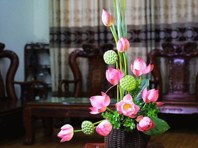 Ngắm trăm cách cắm hoa sen đẹp rạng ngời của anh chị em Việt