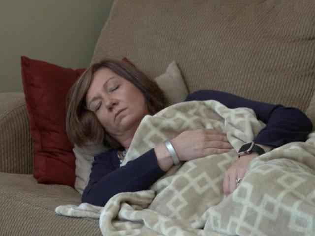 Mắc bệnh bí ẩn suốt 10 năm, người phụ nữ không ngờ được cứu sống nhờ 3 thợ sửa nhà