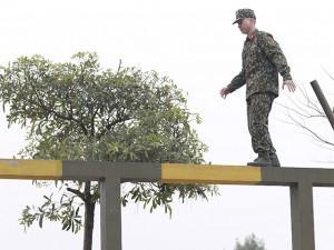Sao Nhập Ngũ: Hoàng Tôn tái mặt khi đi cầu độc mộc, phải tụt từ trên cao xuống