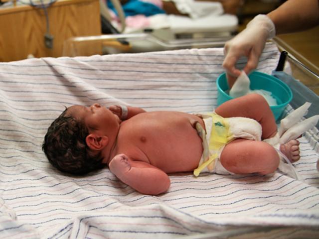 Chảy máu liên tục từ tuần 20 thai kỳ, mẹ sốc nặng khi nhìn thấy con chào đời