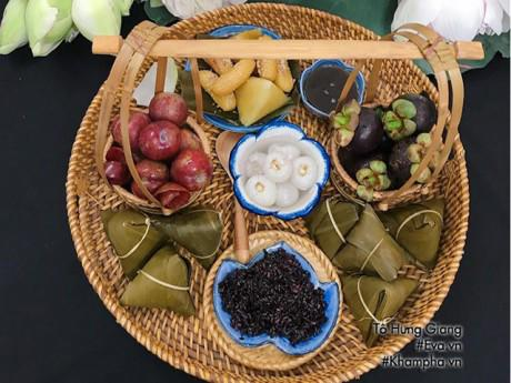 Bếp Eva - Hotmom Hà Nội gợi ý mâm cỗ cúng Tết Đoan Ngọ cho chị em văn phòng đơn giản, ý nghĩa