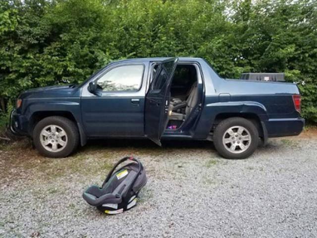 Đưa con cho cô giáo đón tới trường, nào ngờ con chết thảm trong ô tô chỉ vì nhầm lẫn