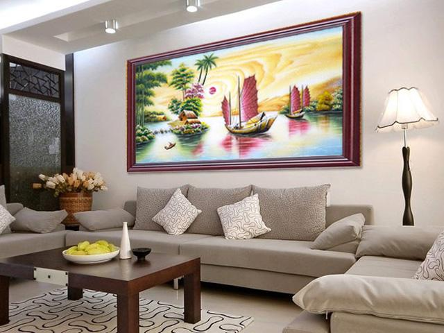 Treo tranh thêu chữ thập phong cảnh thế nào để sang nhà mà lại hóa giải được phong thủy xấu?