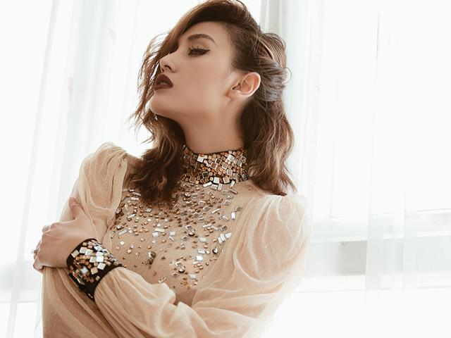 Võ Hoàng Yến đích thị là nàng siêu mẫu đắt show ghế nóng nhất nhì showbiz Việt