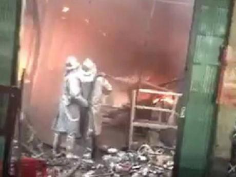 Hà Nội: Chợ Sóc Sơn cháy dữ dội, tiểu thương khóc ròng