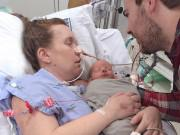 Chỉ bị cúm khi mang bầu, bà mẹ hoang mang khi hôn mê 2 tuần, tỉnh dậy đã sinh con